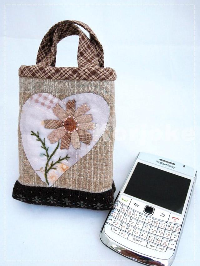 กระเป๋าใส่โทรศัพท์มือถือ งานควิลท์